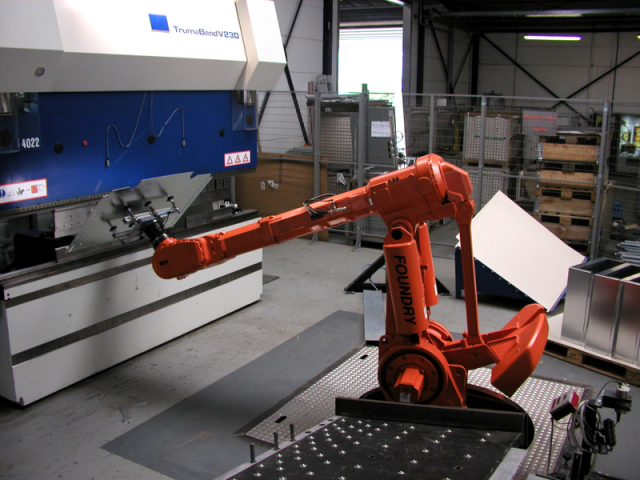 How to use a sheet metal bending machine safely
